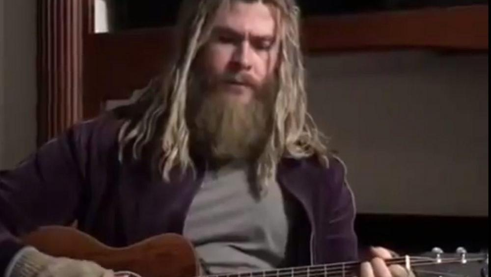 Chris-Hemsworth-thor-guitar-1200x676.jpg
